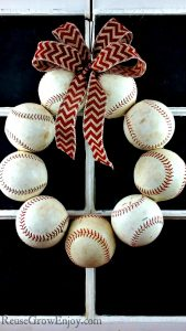 DIY Baseball Wreath – Upcycled From Old Balls
