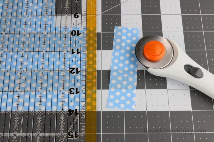 Cutting fabric on cutting mat