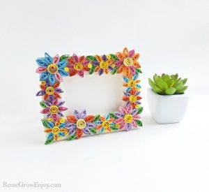DIY Frame With Quilled Flowers