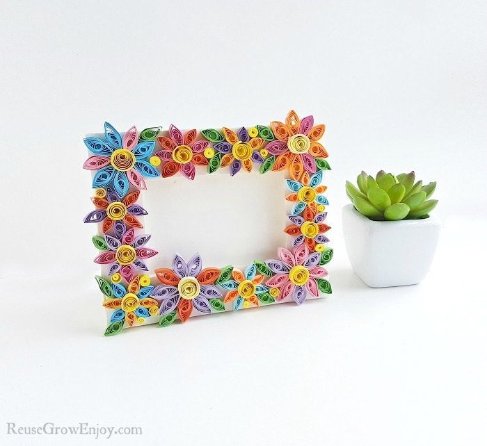 DIY Frame With Quilled Flowers - Reuse Grow Enjoy