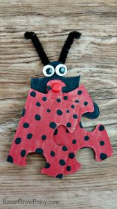 Have some puzzle pieces kicking around and need a craft project for the kids? I am going to show you how to make this cute ladybug puzzle craft!