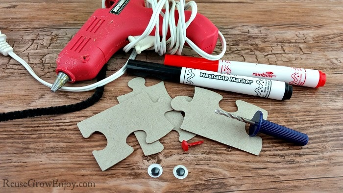 All the supplies you will need to make this adorable ladybug puzzle craft!