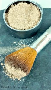 Looking for more natural options for your makeup? Check out this easy DIY natural foundation powder!