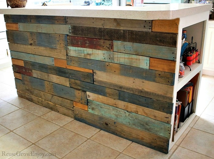 Pallet walls give a great rustic look and are inexpensive, if not free to do. If you are wanting to make your own DIY pallet wall, then this post is for you!