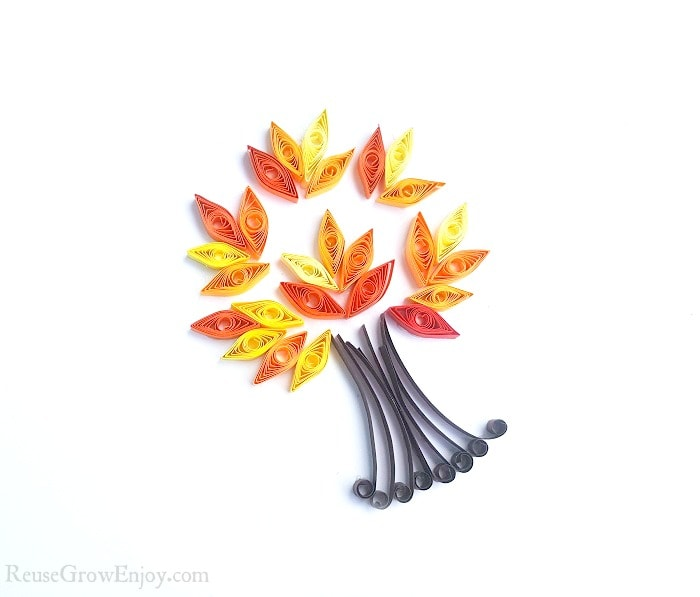 Looking for a fun fall craft project to do? Maybe even one the kids could do? I am going to show you step by step how to quill a fall tree!