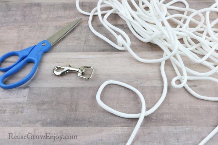 Scissors leash and clothesline