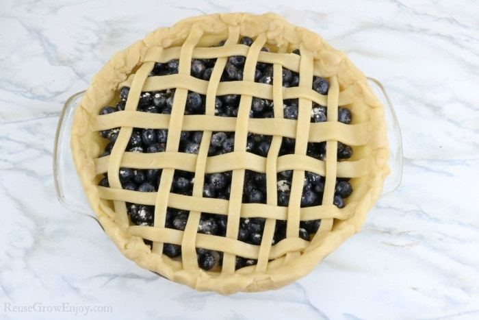 Weave the crust over the berries